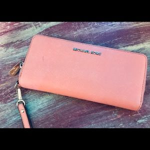 Michael Kors Wallet coral used